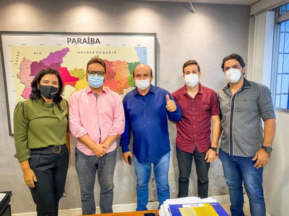 Prefeito do Junco do Seridó participa de reuniões com secretários do governo do Estado
