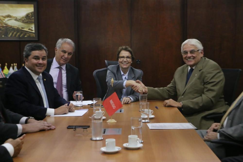 Secretário Efraim Morais assina convênio de R$ 5 milhões que beneficiará pequenos produtores da PB