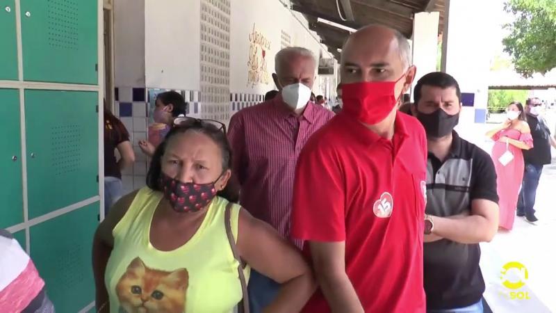 Zezé é o terceiro candidato a votar em Santa Luzia PB